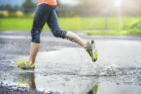 4 Tips Olahraga yang Aman Walau Sedang Musim Hujan