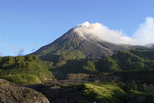 Mengenal Gunung Semeru Sebagai Gunung Tertinggi di Pulau Jawa