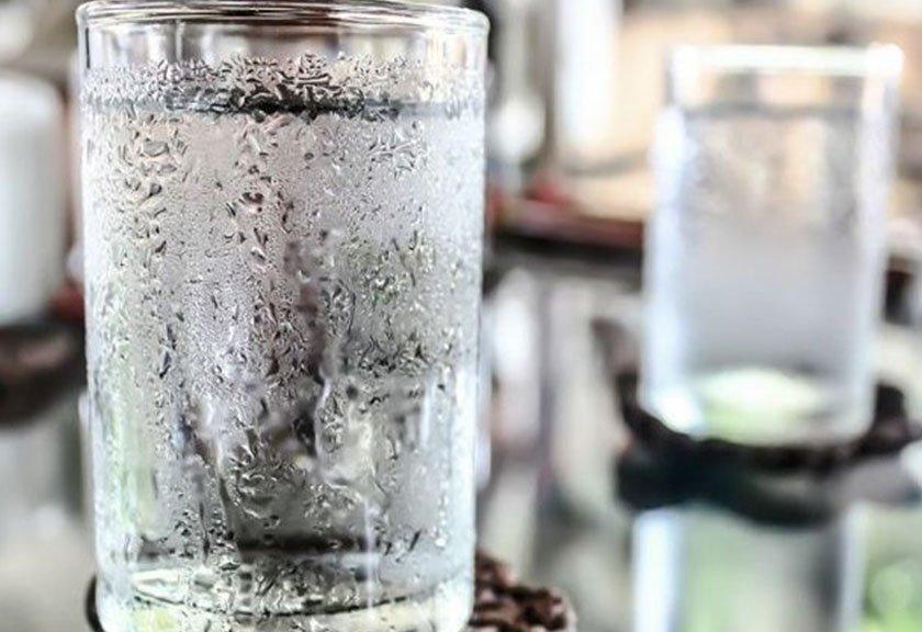 Bahaya Terlalu Sering Minum Air Es